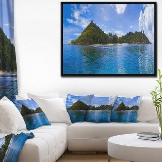 Designart 'Tropical Island at Seychelles Panorama' Modern Seascape Framed Canvas Artwork