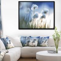 Designart 'Beautiful Polar White Flowers' Floral Framed Canvas Art Print