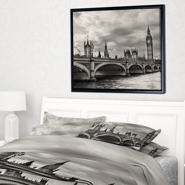 Designart 'Wonderful View of Westminster Bridge' Large Cityscape Framed Canvas Art Print
