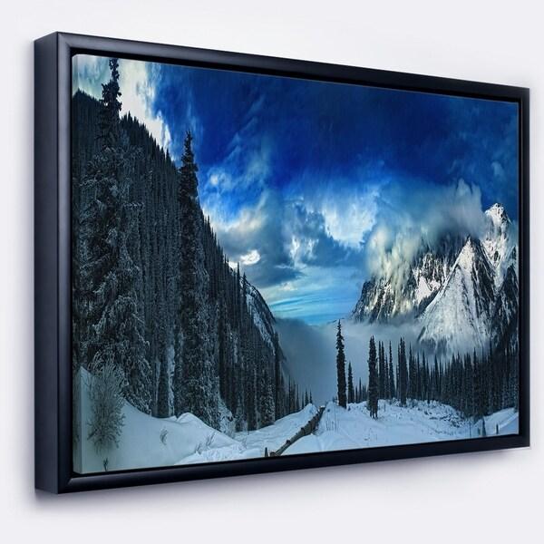 Designart 'Panorama of Snowy Mountains' Landscape Framed Canvas Art Print