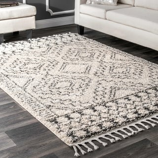 nuLOOM Off-White Soft and Plush Moroccan Tribal Geometric Shag Tassel Area Rug - 4' x 6'