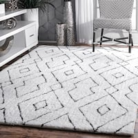 nuLOOM Handmade Soft and Plush Diamond Lattice Shag White Rug (6' x 9') - 6' x 9'
