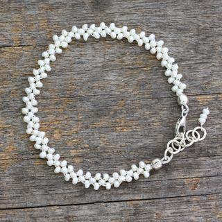 Handmade Sterling Silver 'Regal Trio' Cultured Pearl Bracelet (3 mm) (India)