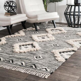 nuLoom Southwestern Flatweave Grey/Black Hand-woven Wool Ikat Tassel Rug (5' x 8')