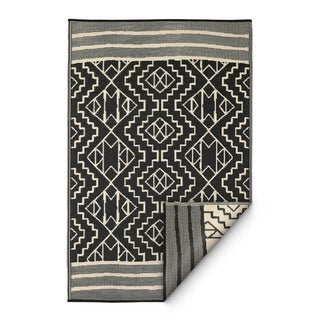 Handmade Kilimanjaro Black Indoor/Outdoor Recyled Plastic Rug (India) - 8' x 10'