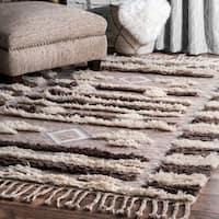 nuLoom Southwestern Hand-Tufted Brown Wool Shag Tassel Rug (7'6 x 9'6)