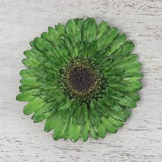 Handmade Natural Gerbera 'Splendid Petals in Moss Green' Brooch (Thailand)