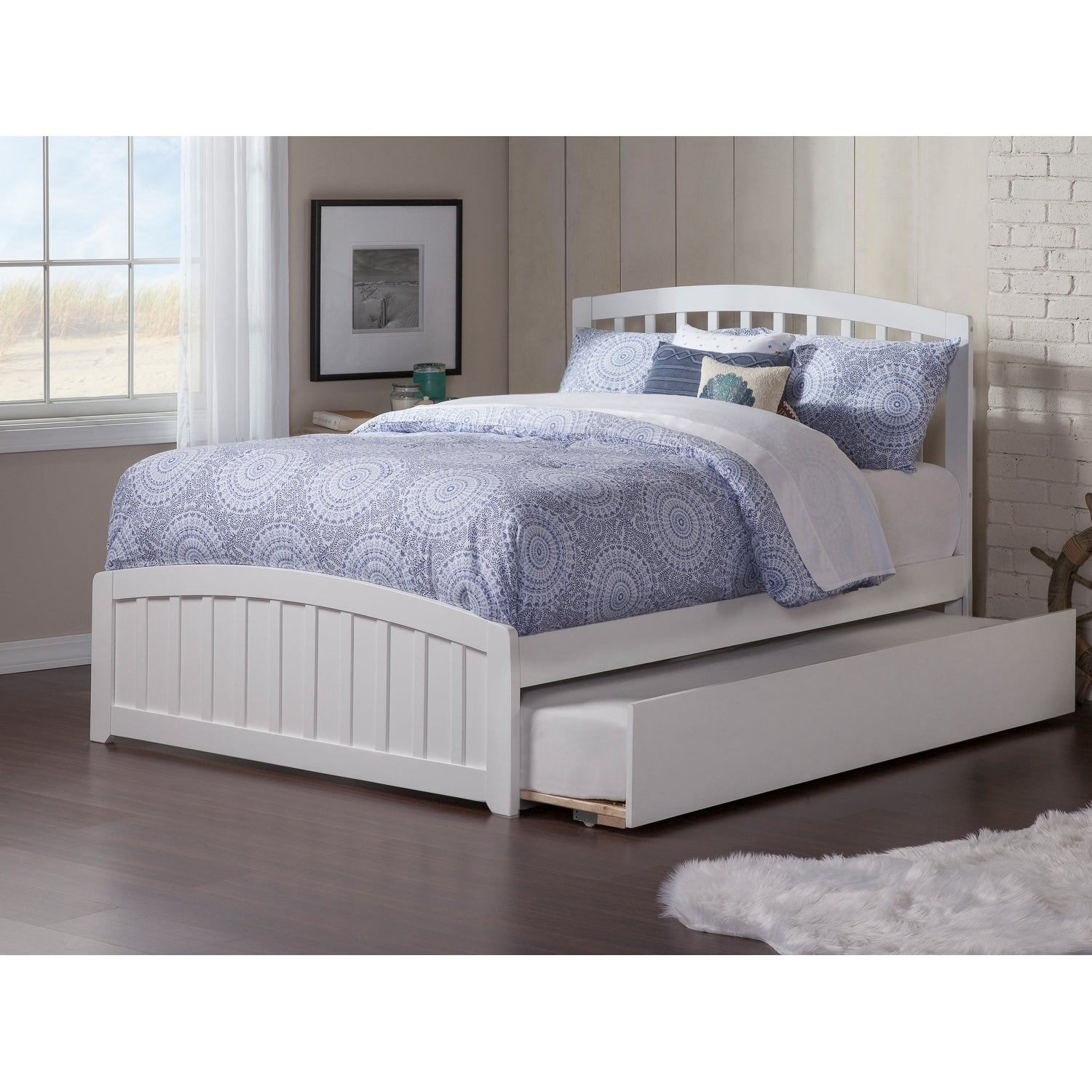 Richmond Full Bed With Matching Foot Board With Urban