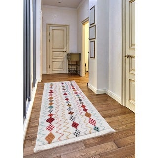 Rene Frieze Collection White runner rug (3' x 5')