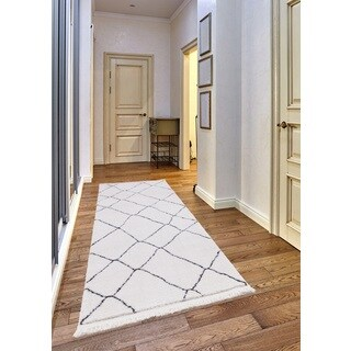 Carly Frieze Collection White runner rug (2' x 8')