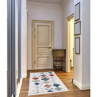Rue Frieze Collection White runner rug (3' x 5')