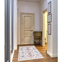 Rosy Frieze Collection White runner rug (3' x 5')