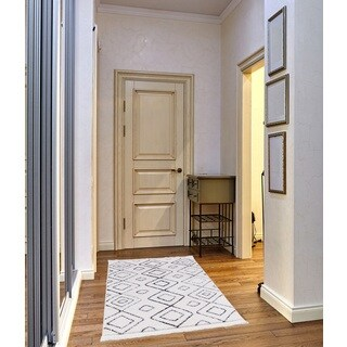 Crivello Frieze Collection White runner rug (3' x 5')