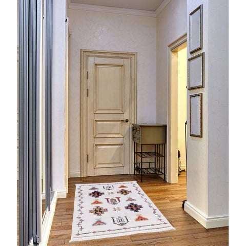 Remi Frieze Collection White runner rug - 3' x 5'