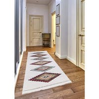 Rubie Frieze Collection White runner rug (2' x 8')