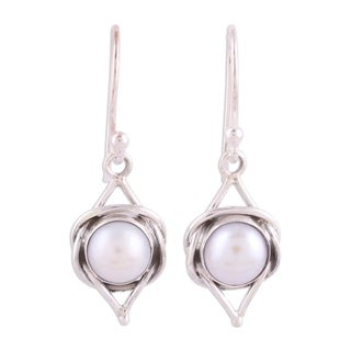 Handmade Sterling Silver 'Intricate Twirl' Cultured Pearl Earrings (9 mm) (India)