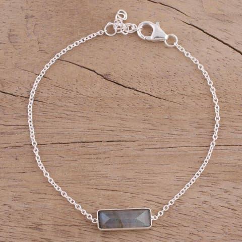 Handmade Sterling Silver 'Elegant Prism' Labradorite Bracelet (India)