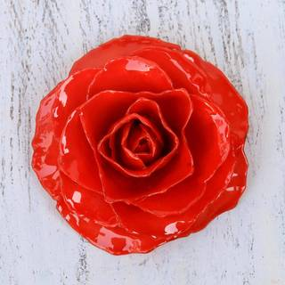Handmade Natural Rose 'Rosy Mood in Red' Brooch (Thailand)