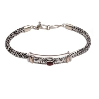 Handmade Gold Accent 'Center of Hope' Garnet Bracelet (Indonesia) - Silver