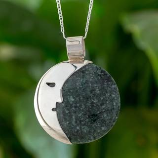 Handmade Sterling Silver 'Face of the Moon in Dark Green' Jade Necklace (Guatemala)