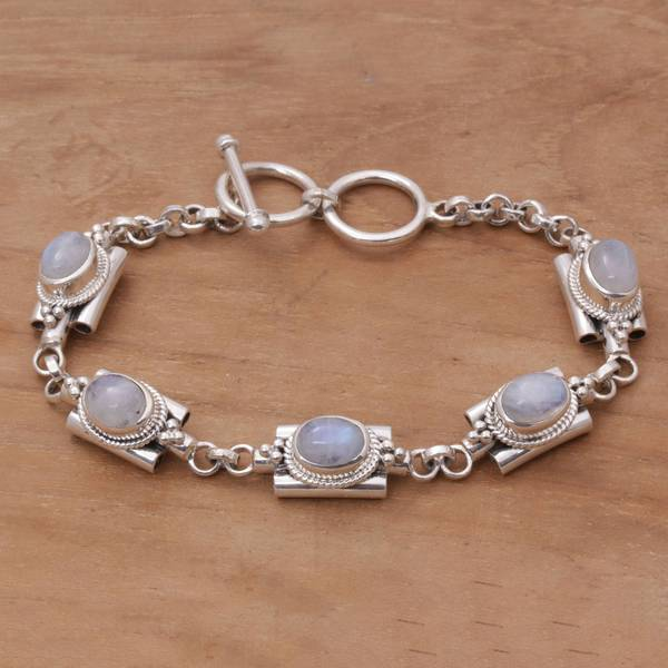 15ca7dd8d1d08 Handmade Sterling Silver 'Misty Domes' Rainbow Moonstone Bracelet  (Indonesia)