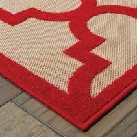 Quatrafoil Lattice Sand/ Red Indoor/Outdoor Rug (2'3 X 7'6)