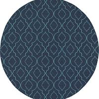 Scalloped Lattice Navy/ Blue Indoor Outdoor Rug (7'10 Round)