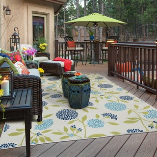 Bold Blooms Indoor-Outdoor Ivory/Green Rug (2'5 X 4'5)