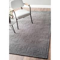 nuLOOM Contemporary Handmade Carved Hexagon Wool Grey Rug (6' x 9') - 6' x 9'