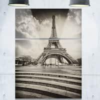 Designart - Eiffel Tower in Gray Shade - Landscape Photo Glossy Metal Wall Art