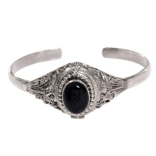 Handmade Sterling Silver 'Deep Gaze' Onyx Bracelet (Indonesia)