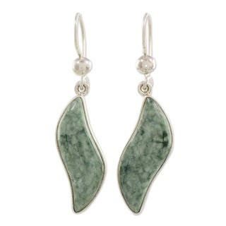 Handmade Sterling Silver 'Floating in the Breeze' Jade Earrings (Guatemala)