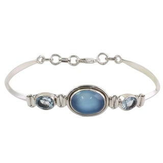 Handmade Sterling Silver 'Shining Blue' Topaz Chalcedony Bracelet (India)