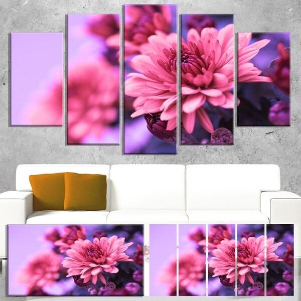 Designart 'Colorful Autumnal Chrysanthemum' Floral Canvas Artwork Print