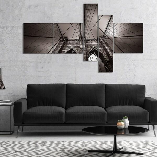 Designart 'Brooklyn Bridge in NYC USA' Extra Large Canvas Art Print