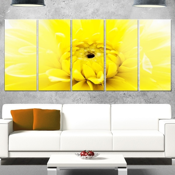 Designart \'Yellow Chrysanthemum Gold Flower\' Flower Glossy Metal ...