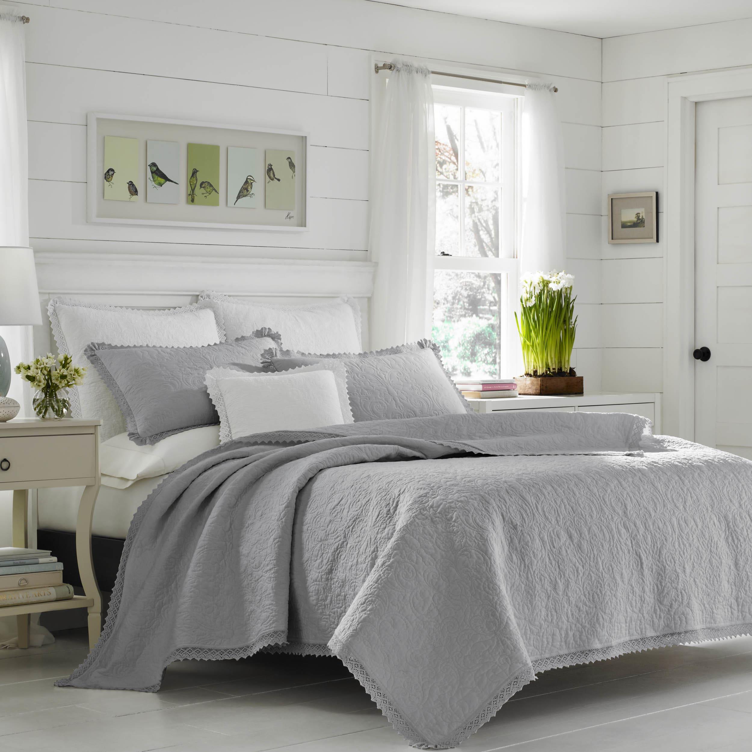 Laura Ashley Heirloom Crochet Grey Quilt Set (King) (Cott...