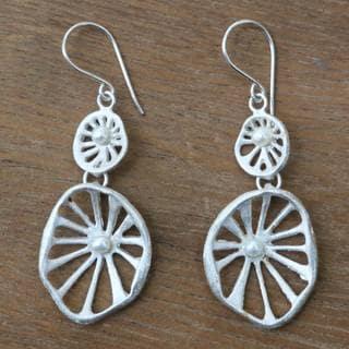 Handmade Sterling Silver 'Caldera' Cultured Pearl Earrings (3 mm) (Indonesia)