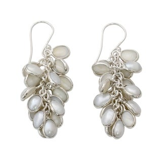 Handmade Sterling Silver 'Silvery White Energy' Cultured Pearl Earrings (5 mm) (India)
