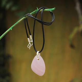 Handmade Sterling Silver Leather 'Rose Princess' Manganoan Calcite Necklace (Peru)
