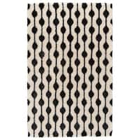 Grand Bazaar Noemie White/ Black Area Rug - 5' x 8'
