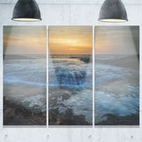 Designart - Beach with Rushing White Waves - Modern Beach Glossy Metal Wall Art
