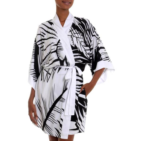 Handmade Rayon 'White Tiger' Short Robe (Indonesia)