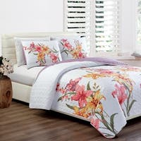 Panama Jack Hibiscus Bloom Quilt Set