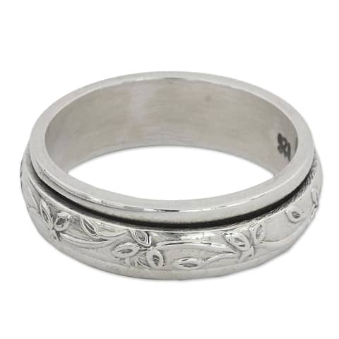 Handmade Sterling Silver Spinning Leaves Ring (India)