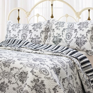 The Gray Barn Oak Wood French Medallion 3-Piece Quilt Set