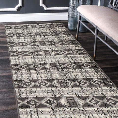 """LR Home Infinity Distressed Southwestern Gray/ Anthracite Olefin Rug - 2'1"""" x 7'5"""