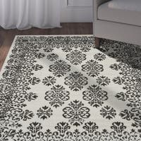LR Home Infinity Gardenia and Magnet Area Rug - 5'2 x 7'2