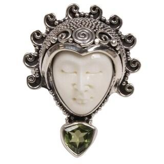 Handmade Sterling Silver 'Saraswati Face in Green' Peridot Ring (Indonesia)