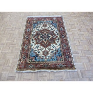 Hand Knotted Ivory Serapi Heriz with Wool Oriental Rug - 4' x 6'